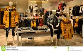 Autumn Winter Fashion Mannequins In Clothing Shop Royalty Free Stock Photography