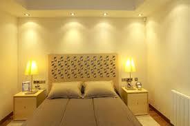 spot plafond chambre plafond moderne dans la chambre coucher et le