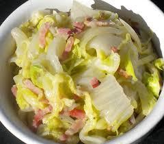 cuisiner le chou chinois cuit chou chinois braisé aux allumettes de lardons cuisinons vite et