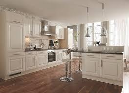 magnolien küche im landhaus stil elegante inselküche mit fronten im landhausstil