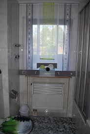 moderner schiebevorhang fürs bad mit ösen und kreiselementen
