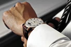 comment porter une montre quelle montre porter avec un costume nos conseils