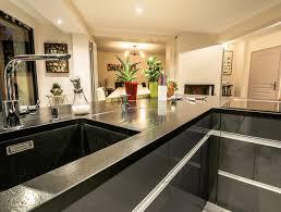 cuisine moderne design avec ilot cuisine moderne avec vaste îlot en y modèle sensations