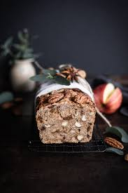 leckeres apfelbrot mit nüssen trockenfrüchten
