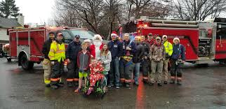 100 Fire Truck Song PHOTOS Santa Escorted By Fighters Through Glenville To Share