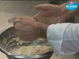 enlever colle a carrelage cuisine comment enlever la pâte qui colle aux mains pratiks