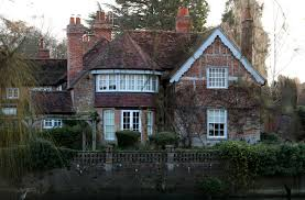100 Centuryhouse Inside George Michaels 16th Century House In GoringOnThames Where