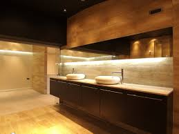die beleuchtung im bad zuhause bei sam