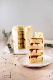 himbeer frischkäse torte mit eleganter dekoration