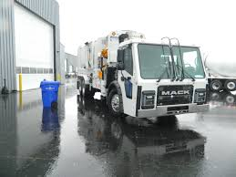 Driving The New Mack LR Refuse Truck - Truck News