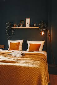 wall bedroom dunkle wand dunkle wände dunkelblaue