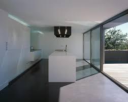 cuisine minimaliste cuisine minimaliste ouverte sur la terrasse passelac roques