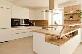 küche weiß mit holzarbeitsplatte suche