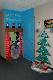 Christmas Classroom Door Decorations On Pinterest by Christmas Tree And Snowman Eve Worship Service Ideas Diy Cozy Home