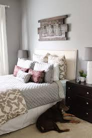 vintage wanddeko aus holz übers bett dekoration wohnzimmer