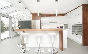 cuisine moderne blanche et cuisine contemporaine blanche et bois moderne design newsindo co
