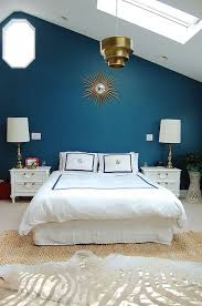 dramatic accent wall schlafzimmer petrol wandfarbe
