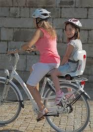 vélo avec siège bébé faire du vélo avec un bébé en sécurité