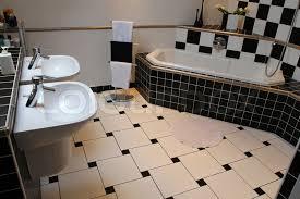 innenansicht eines modernen badezimmer stock bild