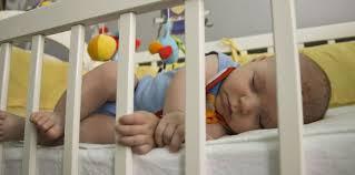 quand mettre bébé dans sa chambre comment aider bébé à dormir dans sa chambre femme actuelle