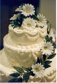 Daisy Wedding Cakes And Buttercream Frosting I Just LOVE This