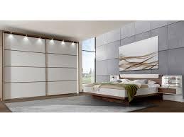 wiemann catania schlafzimmer set 5 teilig aus schwebetürenschrank 2 türig futonbett winkelpolster für kopfteil 2 nachtschränke schwebende optik