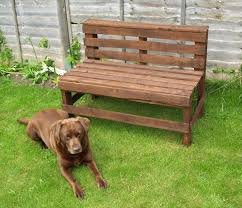 24 DIY Plans to Build a Bench from Pallets