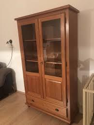 vitrine schrank wohnzimmer landhausstil aus massivholz
