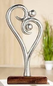gilde dekoobjekt skulptur figura innigkeit höhe 30 cm aus metall sockel aus holz herz form wohnzimmer