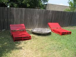 Pallet Loungers Via Shelterness