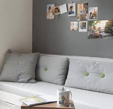 so gestaltest du eine fotowand und verleihst deinem wohnraum