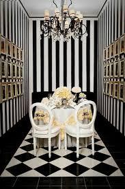 schwarz weiß gestreifte wände verleihen jedem raum