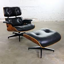 Vintage Eames Lounge Chair & Ottoman In Black Leather & Rosewood For ... Charles Ray Eames Lounge Chair Vitra 70s Okay Art Early Production Eames Rosewood Lounge Chair Ottoman Matthew Herman Miller Vintage Brazilian 67071 Original Rosewood 670 And Ottoman 671 For Herman Miller At For Sale 1956 Moma A
