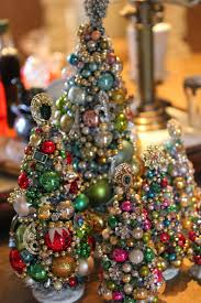 Types Of Christmas Tree Decorations by Best 25 Jeweled Christmas Trees Ideas On Pinterest Jewelry