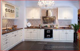 cuisine bois laqué cuisine equipee en bois deco cuisine design cbel cuisines
