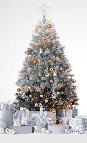 4 Ways To Style Your Tree This Christmas