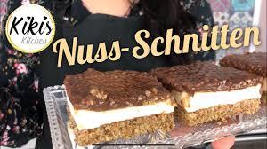 saftige nuss schnitten blechkuchen mit nüssen pudding schmand und schokolade glutenfrei