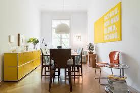 gelbes sideboard im esszimmer 70er bild kaufen