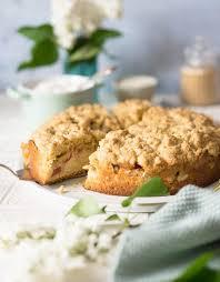 veganer rhabarberkuchen mit streuseln zimtkeks und apfeltarte