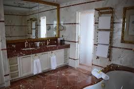 das badezimmer in der zweistöckigen maisonette suite