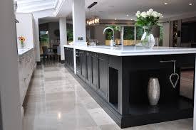 repeindre meuble de cuisine en bois repeindre une cuisine en bois amazing peinture pour meuble