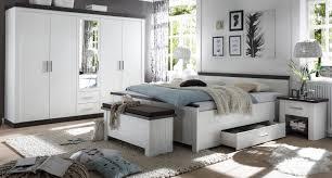 schlafzimmer komplett corela in pinie weiß und wenge landhaus komplettzimmer mit doppelbett kleiderschrank 2 x nachttisch und sitztruhe