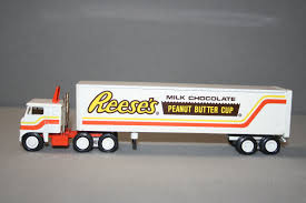 Winross – Reese's Tractor Trailer – Die Cast | 164th Winross Ford Truck With Twin Pup Preston Trailers Buy Service Star Tractor Trailer Winross Mib Die Cast 164 Nestle Nesquik Dicast 1886199234 And Pepsicola Historical Series 9 1 64 Ebay Inventory For Sale Hobby Collector Trucks 1985 F600 Feedlot Toy Farmin Llc Presents Farm Toys Moretm Cargo Tnt America 1982 Pepsi Free White 9000 Pepsi Pinterest My New M2 Hobbytalk Howard Johnson Thursdays Chicken