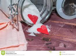 coeur de en pot pot en verre avec l intérieur de sucre décoré du coeur de
