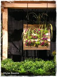 12 Ideas For Turning A Pallet In Flower Garden