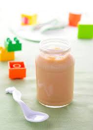 purée de poire dans le pot pour la nutrition de bébé image stock