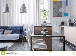 küche und wohnzimmer kombiniert stockbild bild