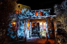 Scariest Halloween Attractions In Southern California by Halloween In Los Angeles From Parties To Haunted Houses