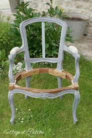 relooking fauteuil louis xv cottage et patine fauteuil louis 15 relooké grisé 1 meuble