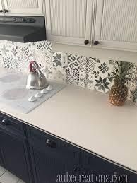 pochoir pour cuisine idée relooking cuisine peindre carrelage mural avec des pochoirs